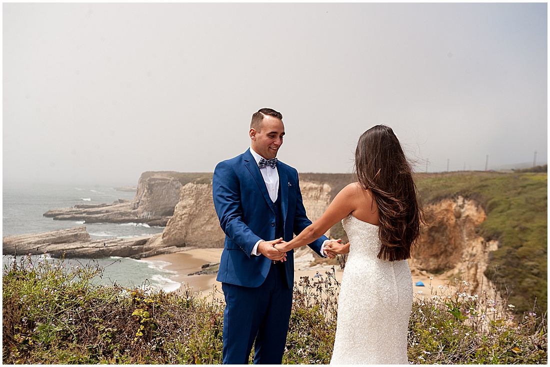 intimate Panther Beach Micro Wedding by Jen Vazquez Photography_0007